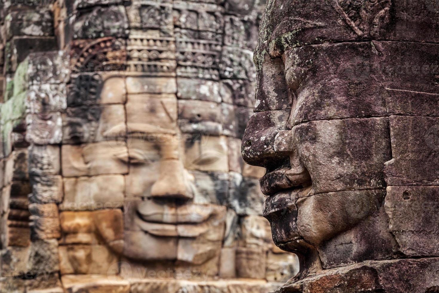 volti del tempio bayon, angkor, cambogia foto