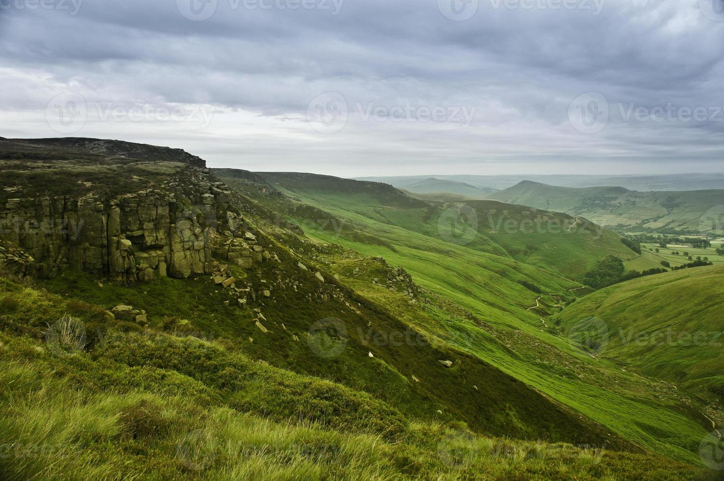 bellissimo paesaggio del parco nazionale di peak district nel regno unito foto