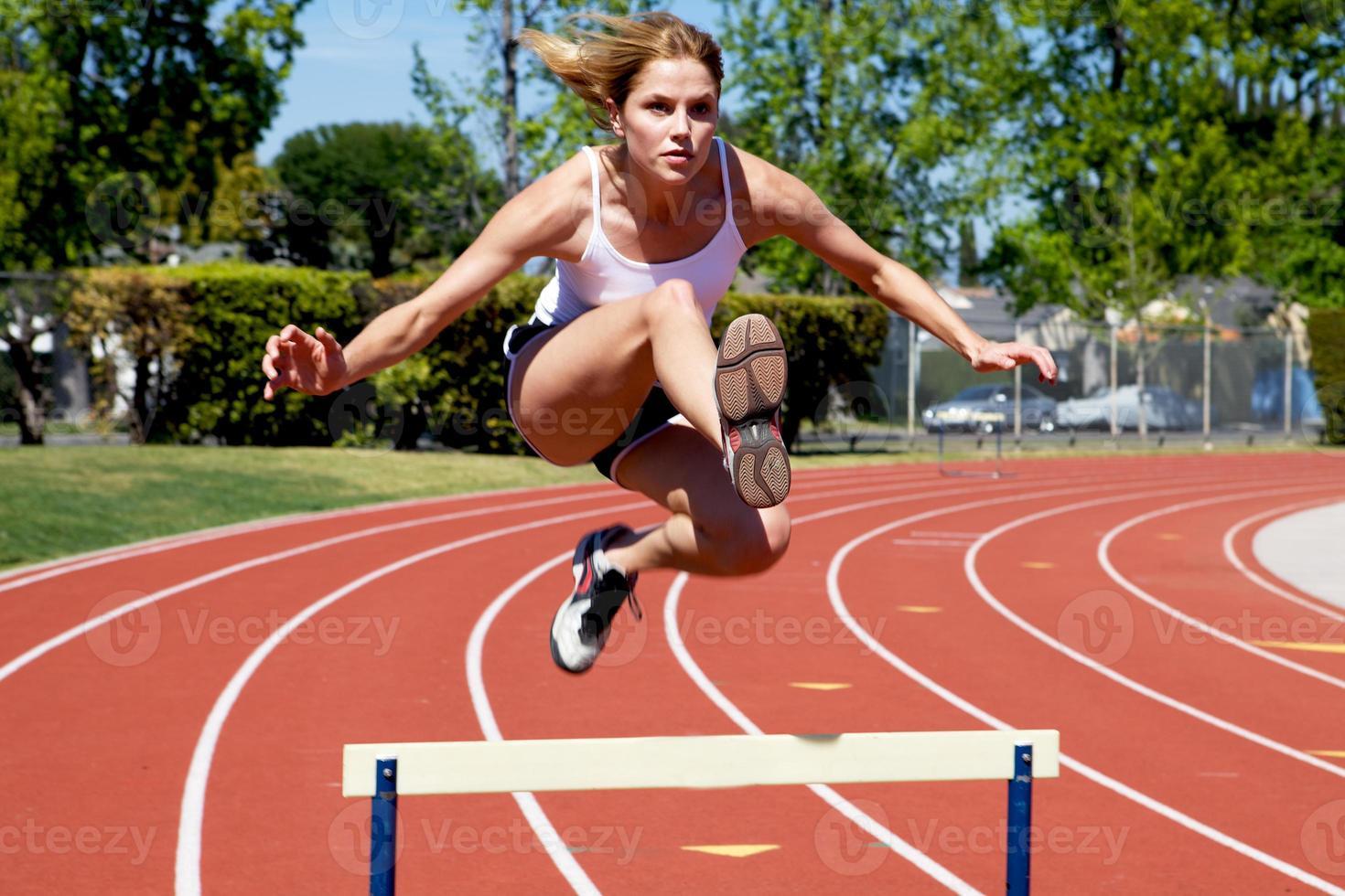 donna atletica in pista foto