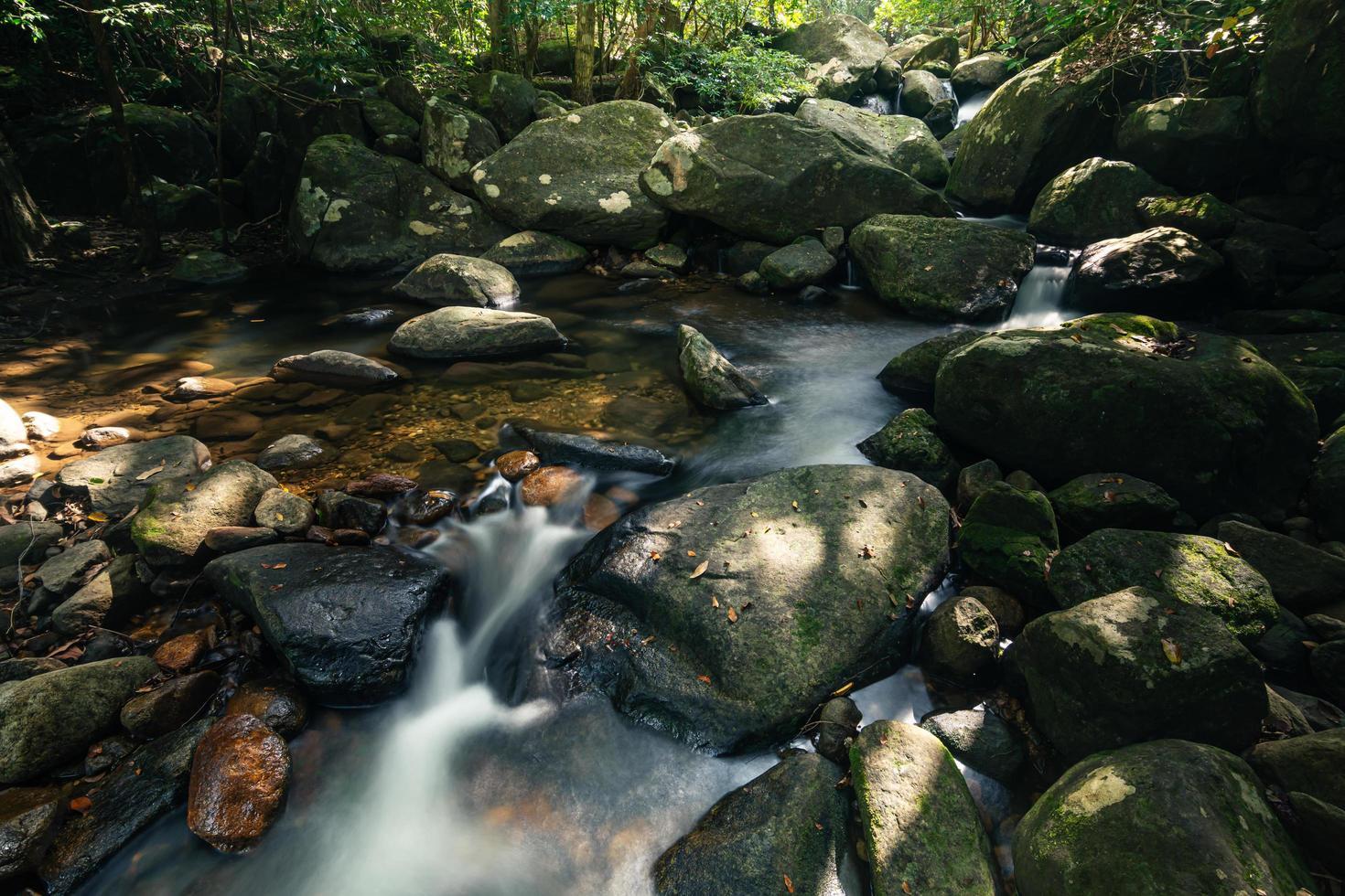 scenario naturale alle cascate di khlong pla kang foto