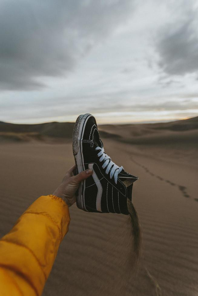 versando sabbia dalle cime alte foto