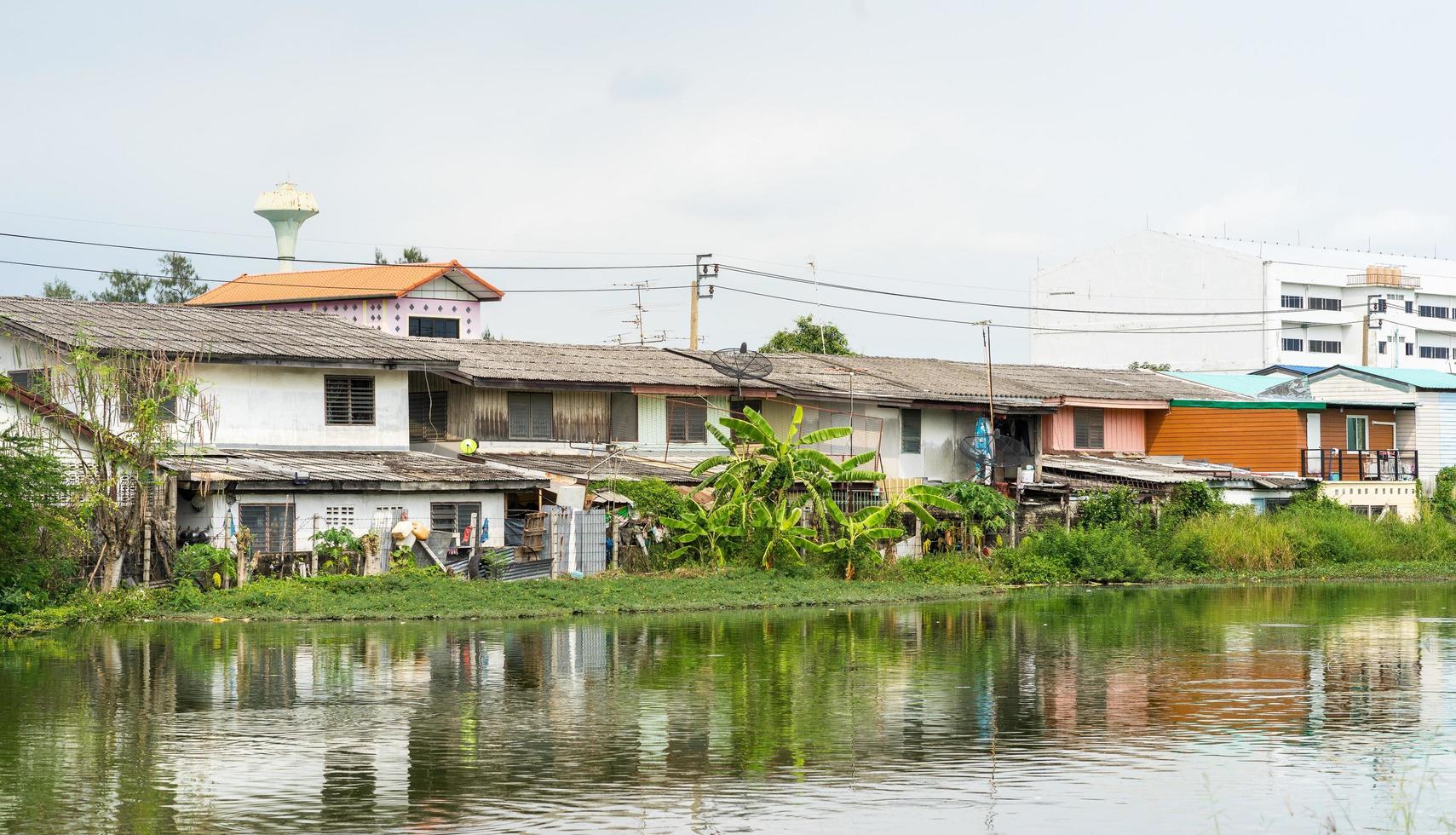 comunità sul lungomare in thailandia foto