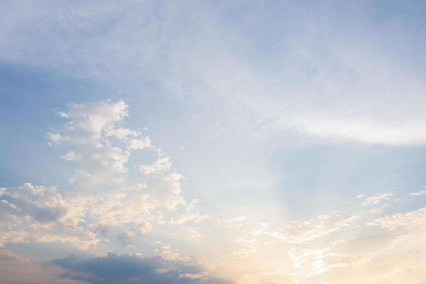 nuvole e cielo blu foto