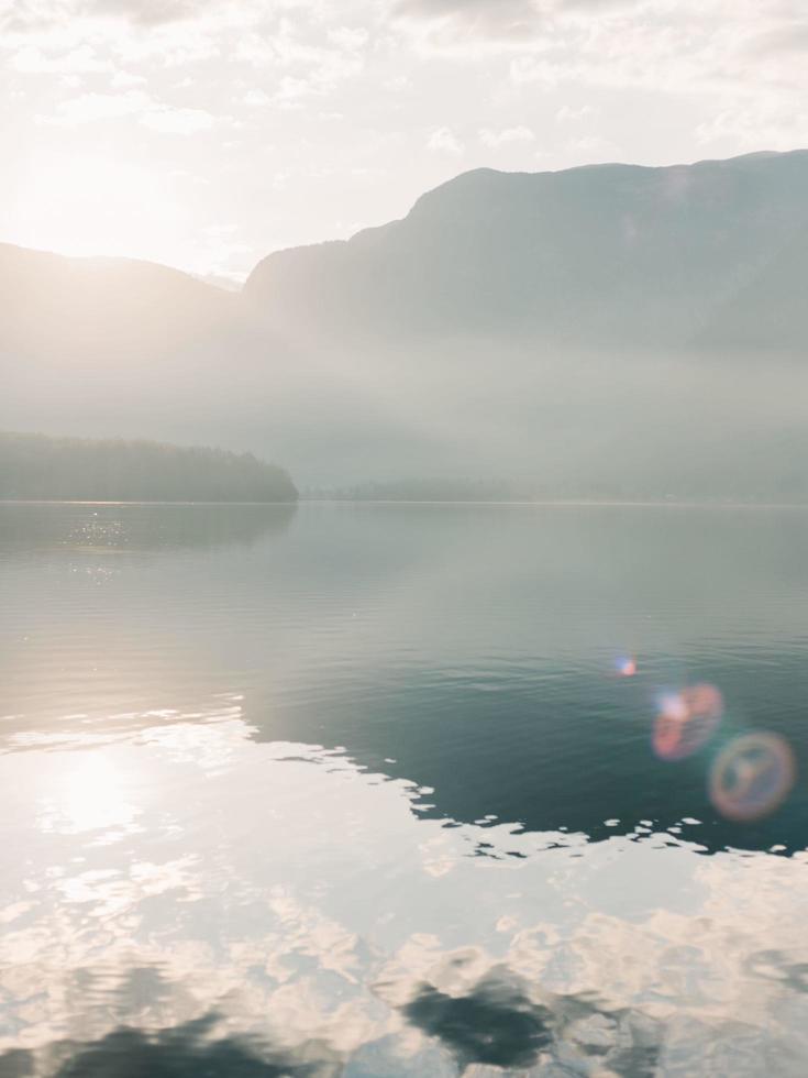 mattina presto sul lago foto