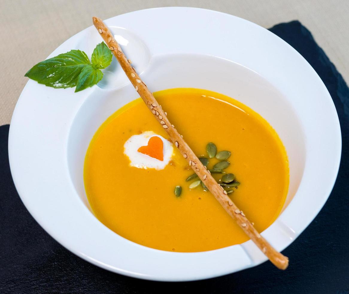 gustosa zuppa di zenzero giallo foto