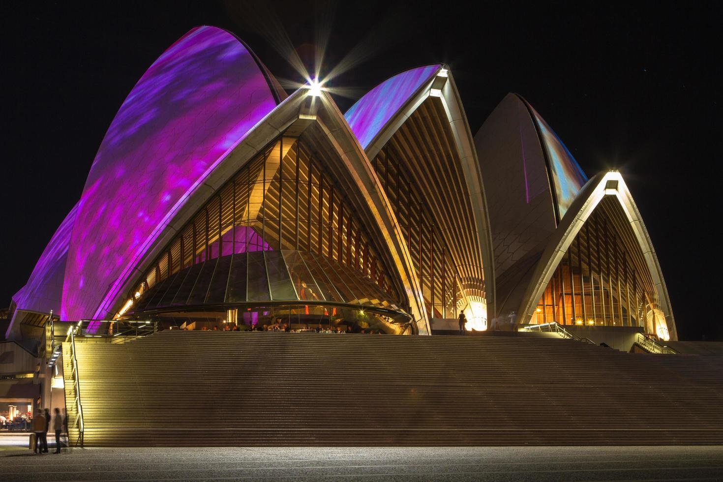 sydney, australia, 2020 - teatro dell'opera di notte foto