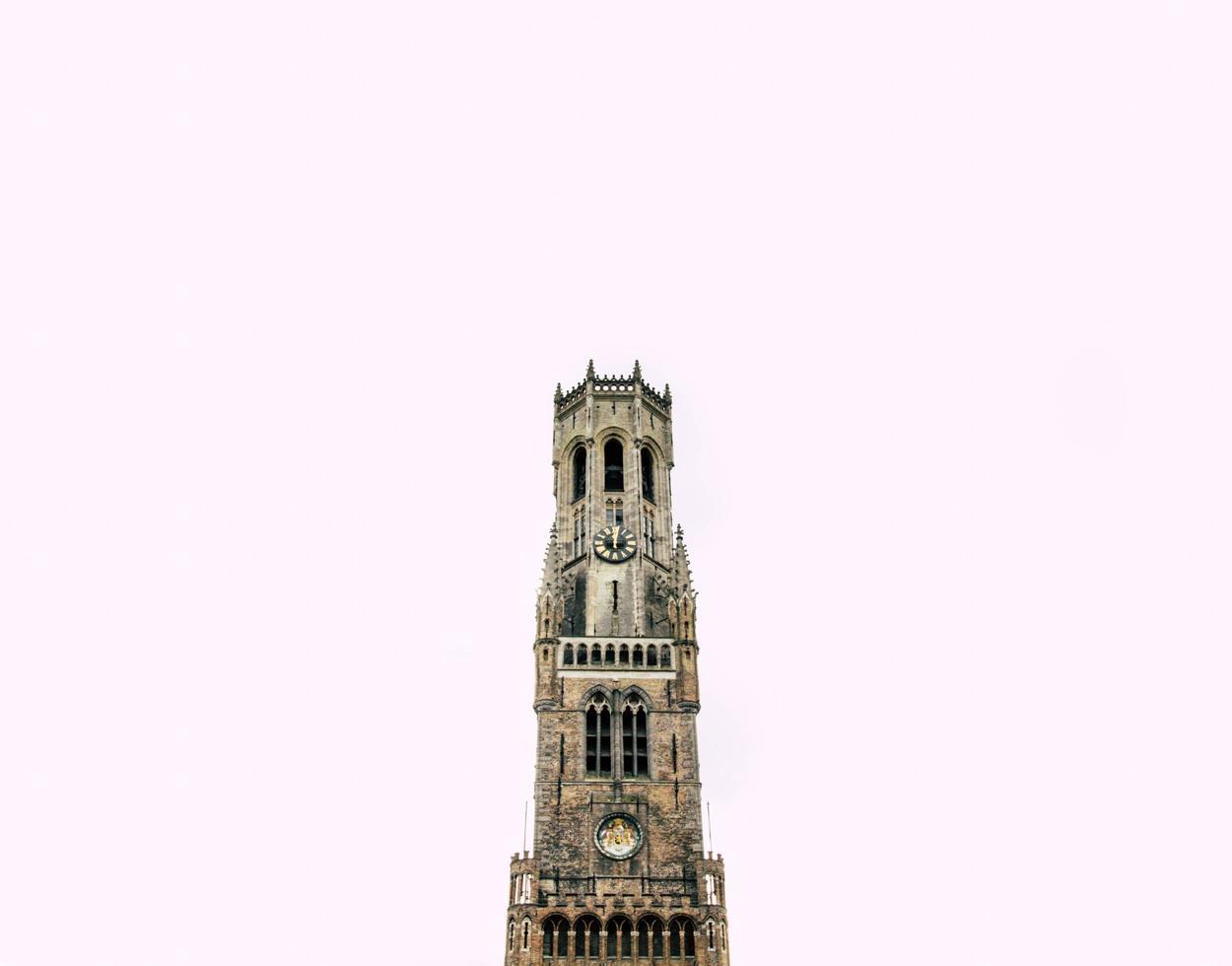 bruges, belgio, 2020 - campanile di bruges durante il giorno foto
