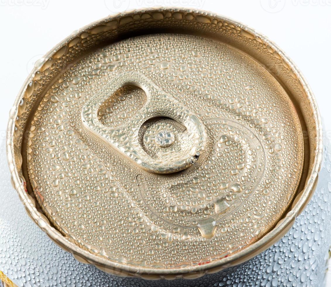 lattina di alluminio bagnato con bevanda foto