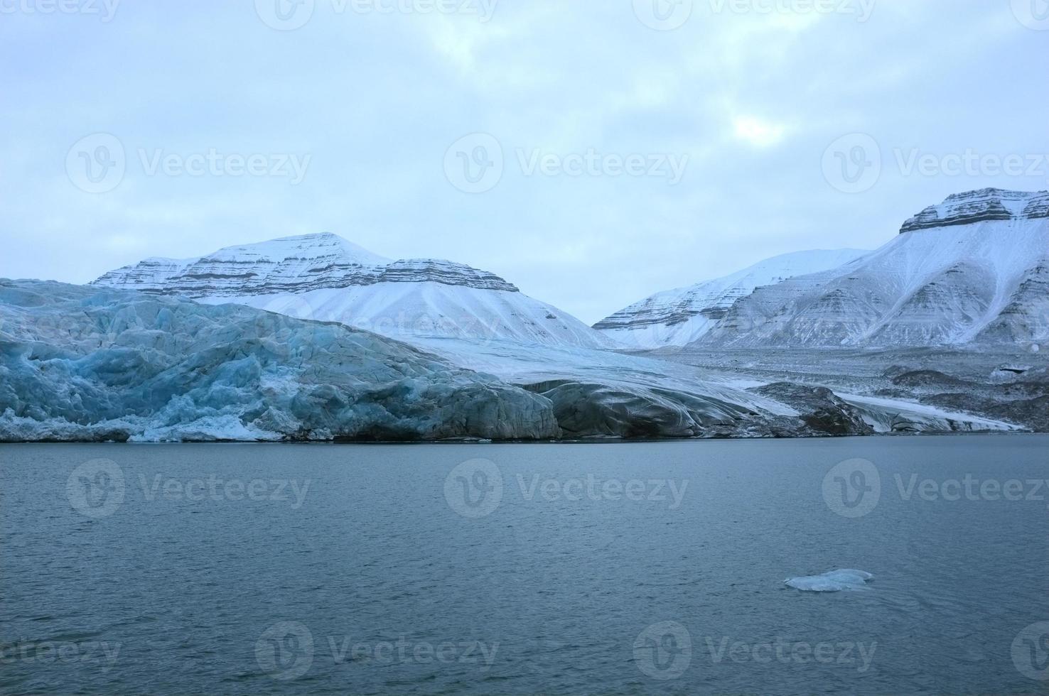 ghiacciaio nelle svalbard foto