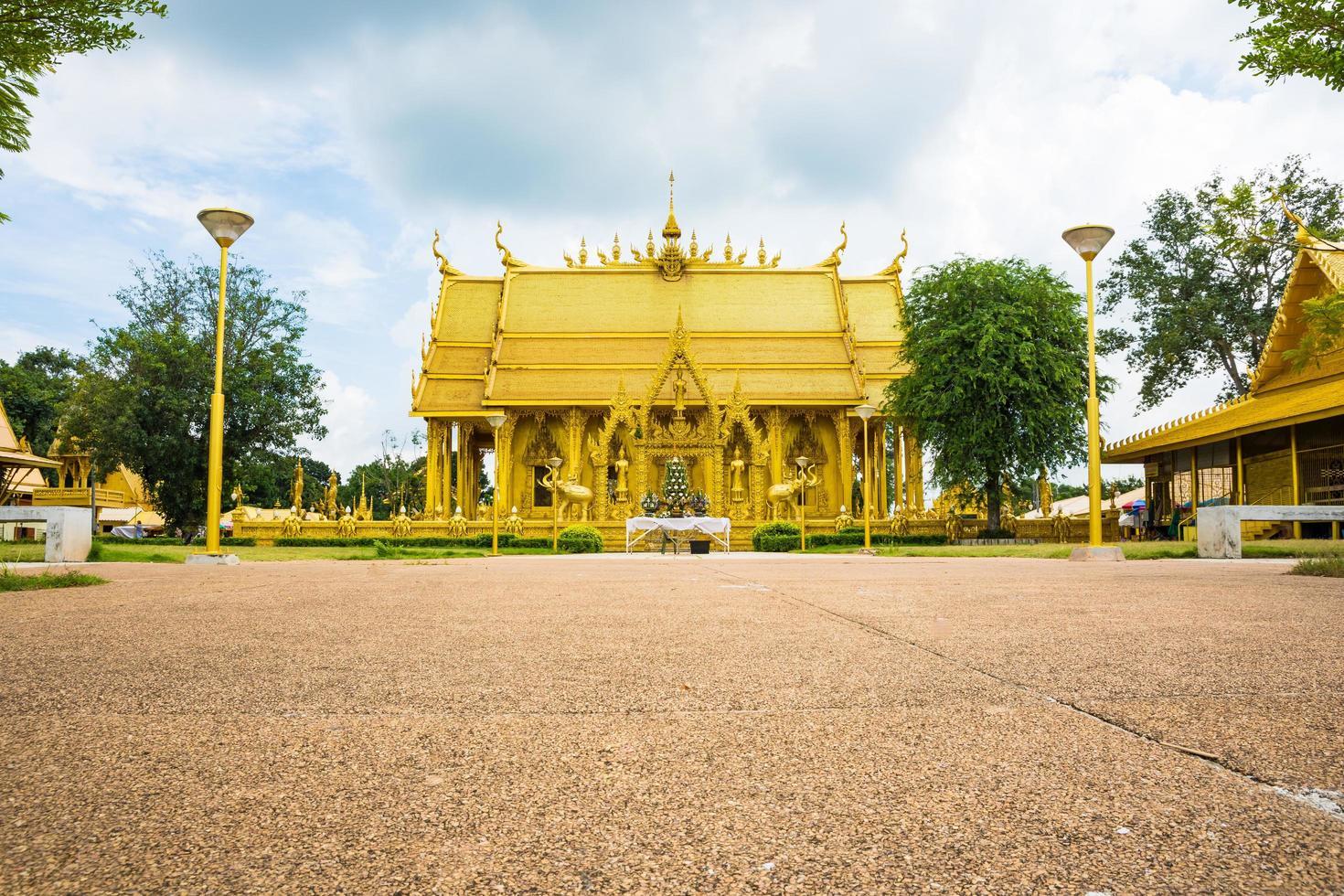 il tempio d'oro di wat paknam jolo foto