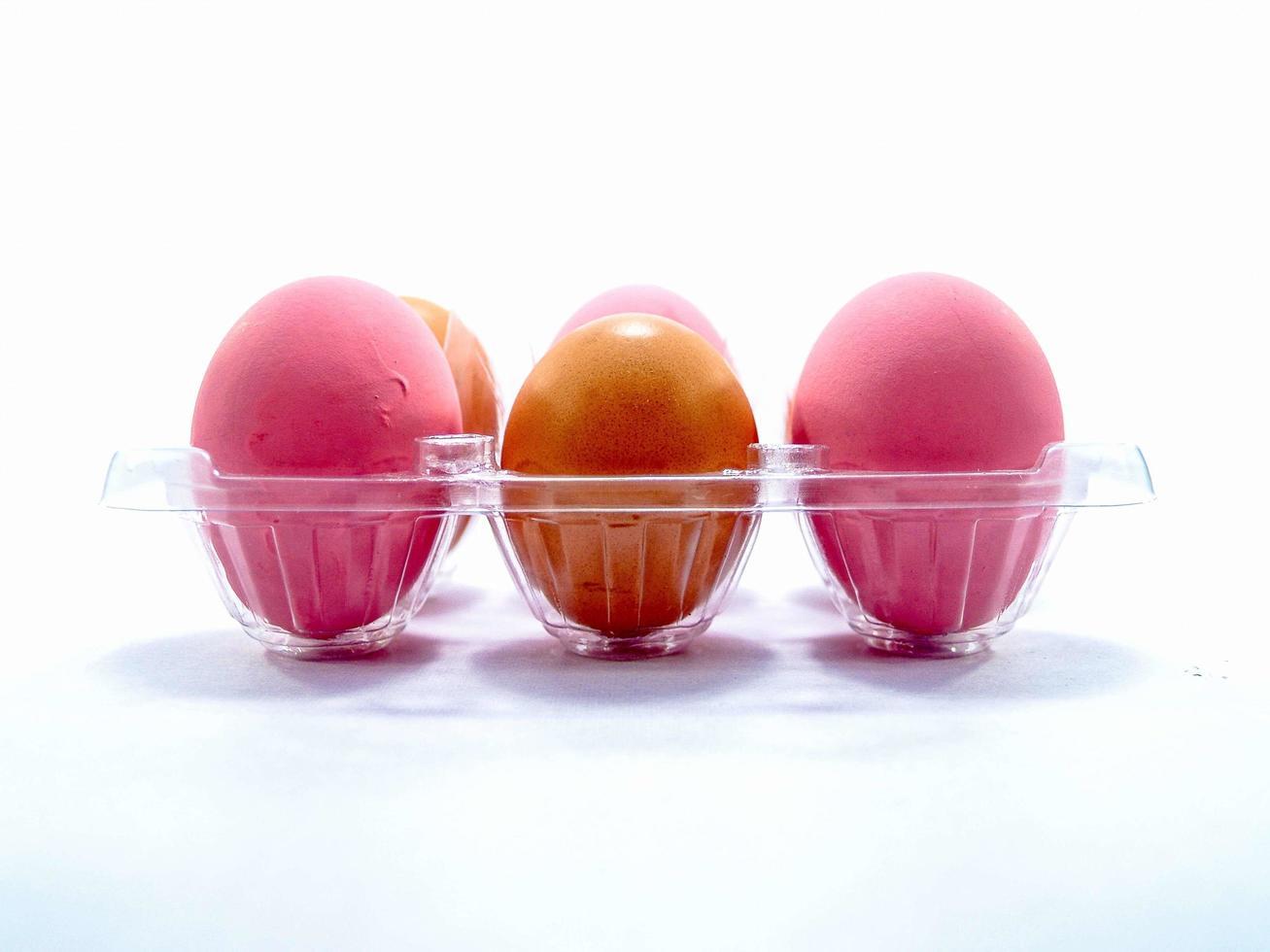 vista ravvicinata di uova crude foto