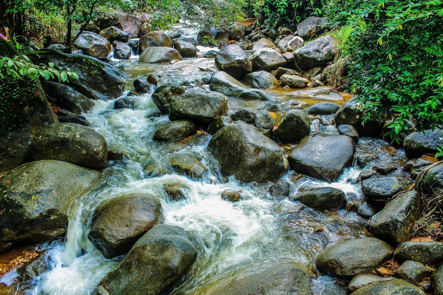 Phlio cascata in chanthaburi thailandia foto