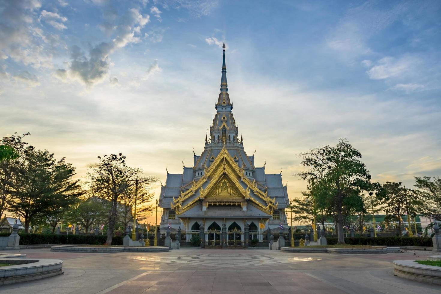 il tempio wat sothon wararam worawihan in thailandia foto