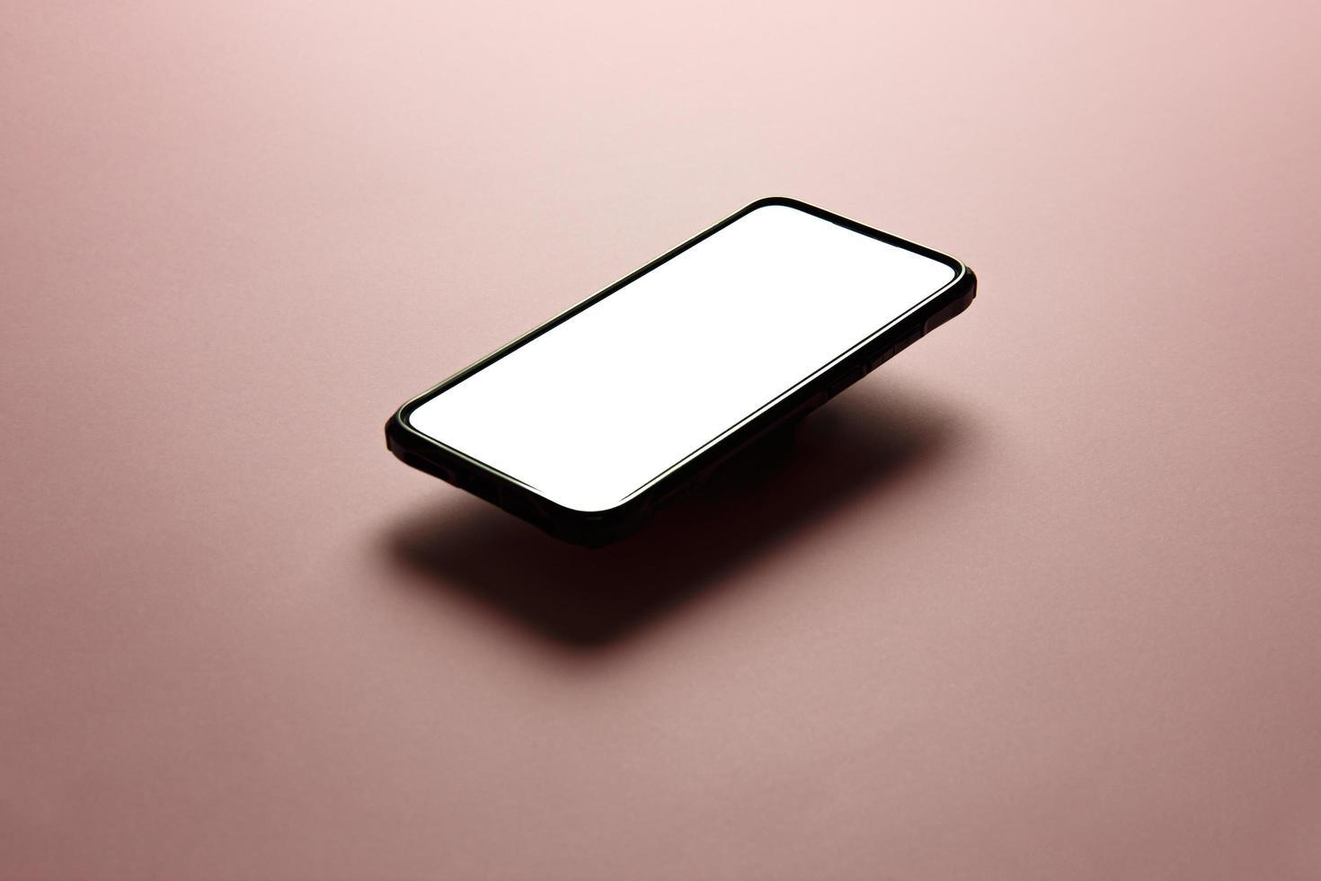 primo piano di un modello di smartphone foto