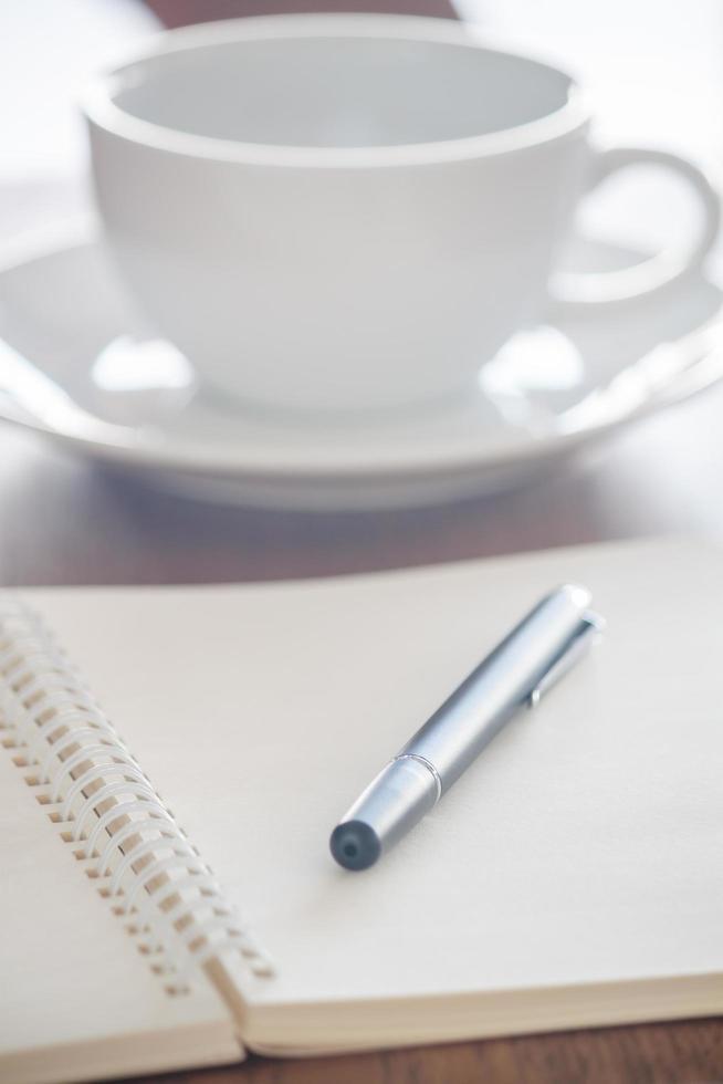 penna nera su un taccuino foto