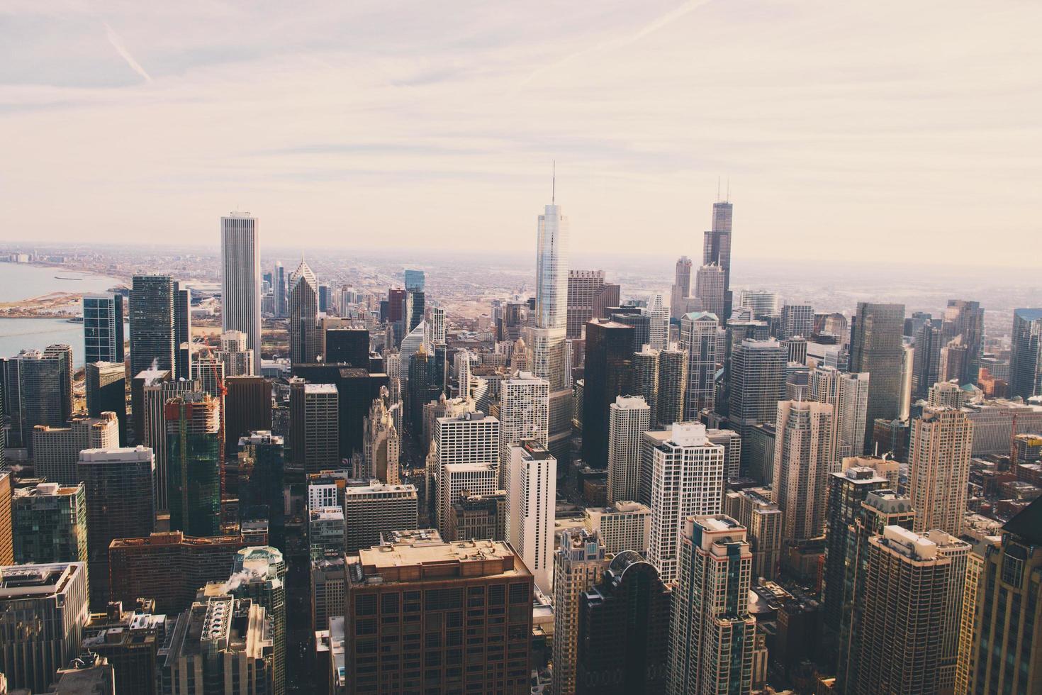 vista aerea della città con i grattacieli foto