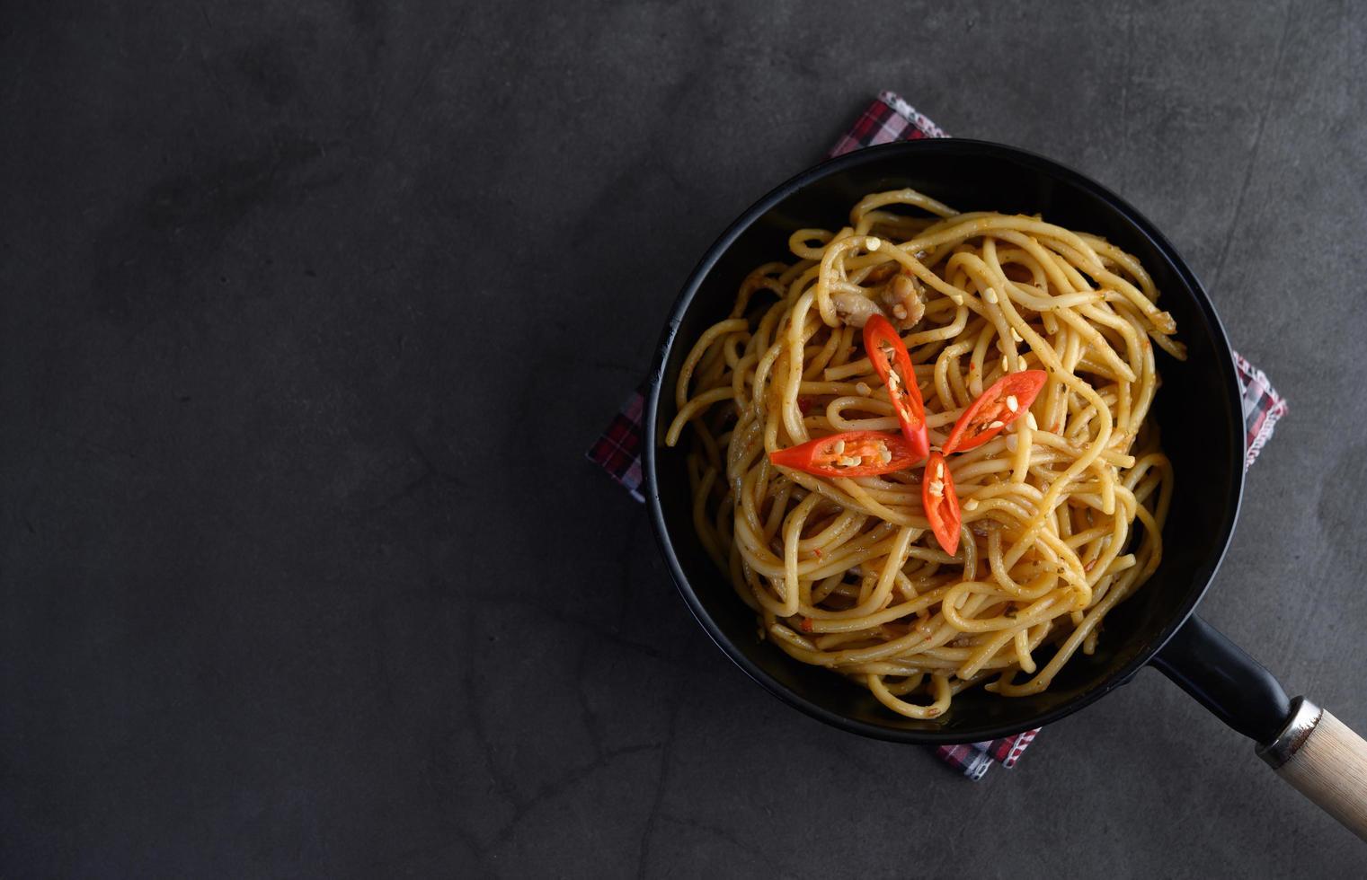 pasta italiana degli spaghetti con salsa al pomodoro foto