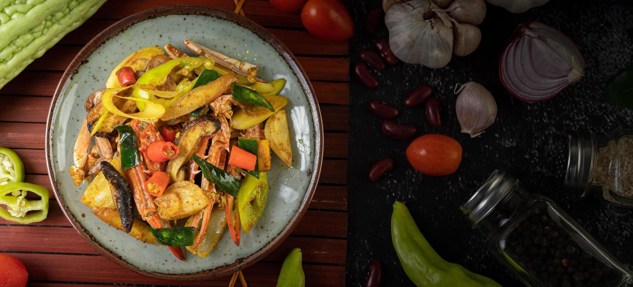 granchio saltato in padella con curry foto