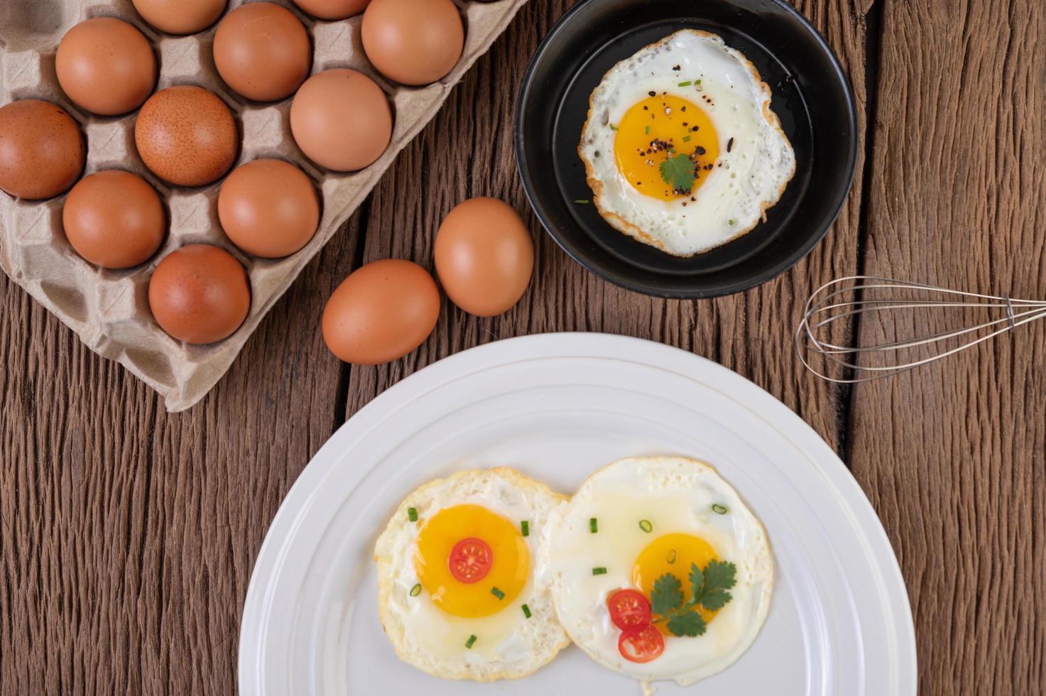 colazione con uova fritte foto