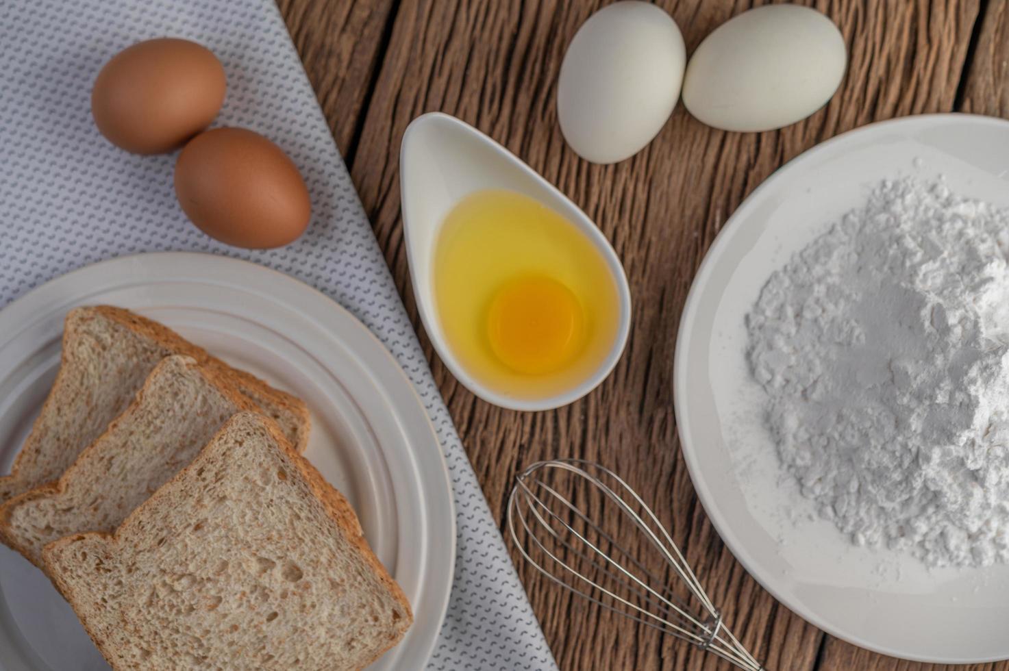 uova, pane e farina di tapioca ingredienti foto