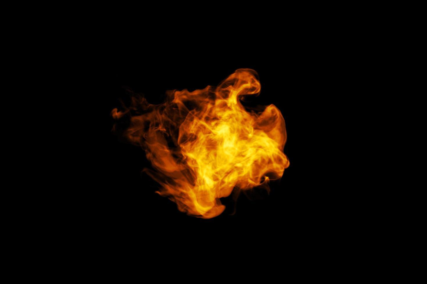 fuoco su uno sfondo nero foto