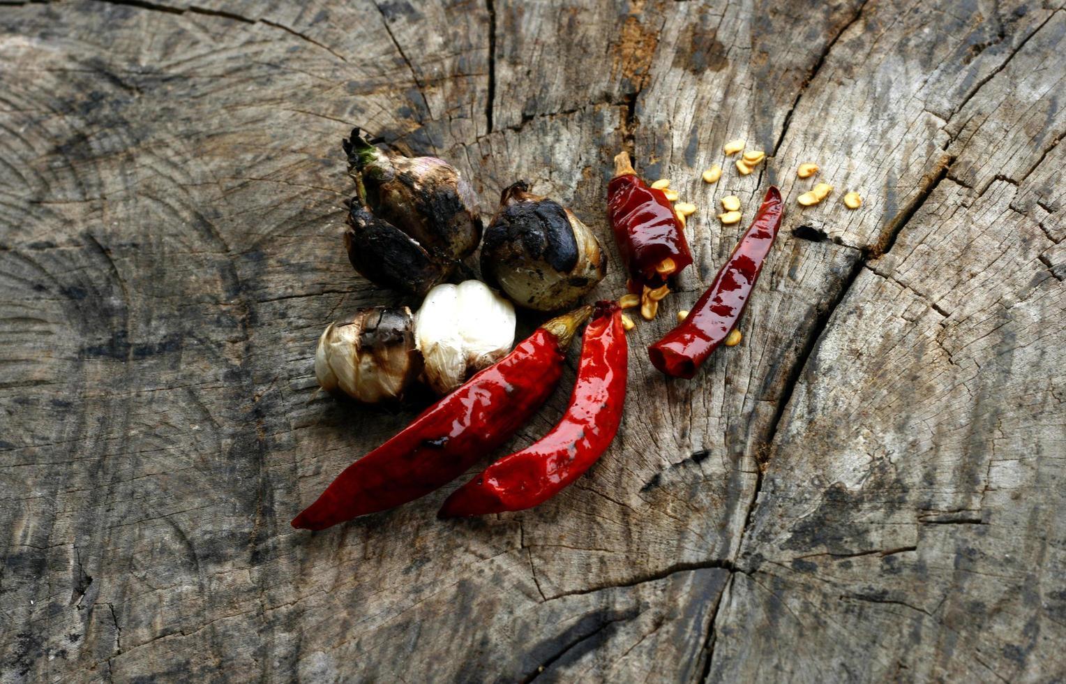 aglio, scalogno e peperoncino secco foto