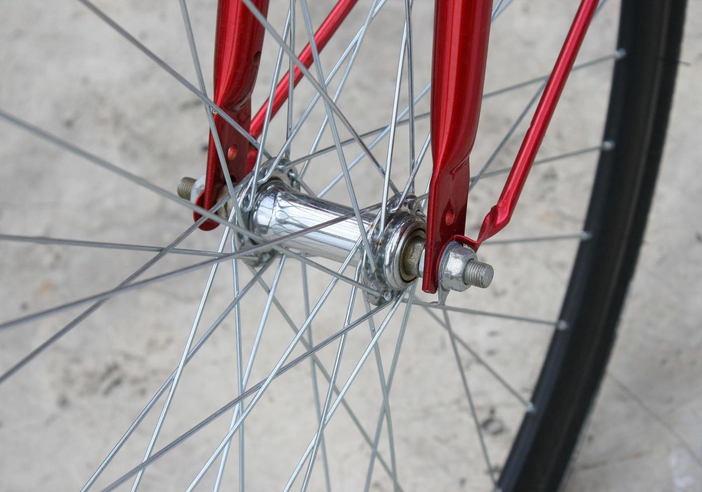 primo piano della ruota di bicicletta foto
