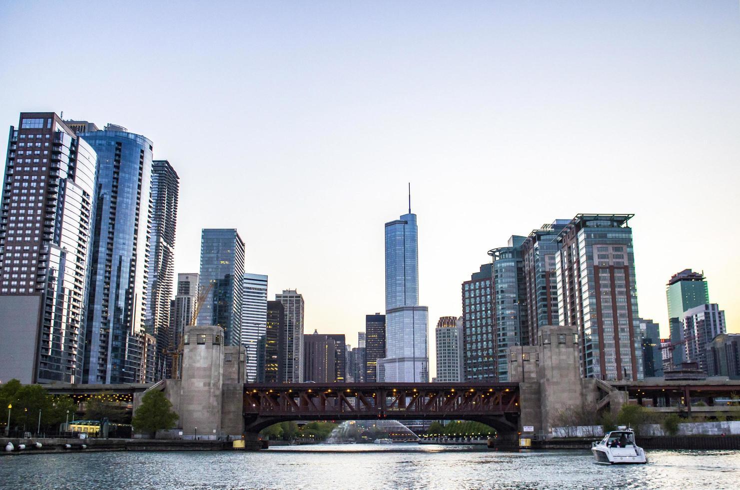 downtown chicago alla sera foto