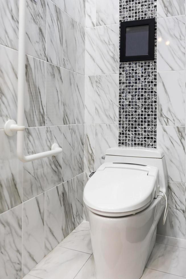 schermo sopra la toilette foto