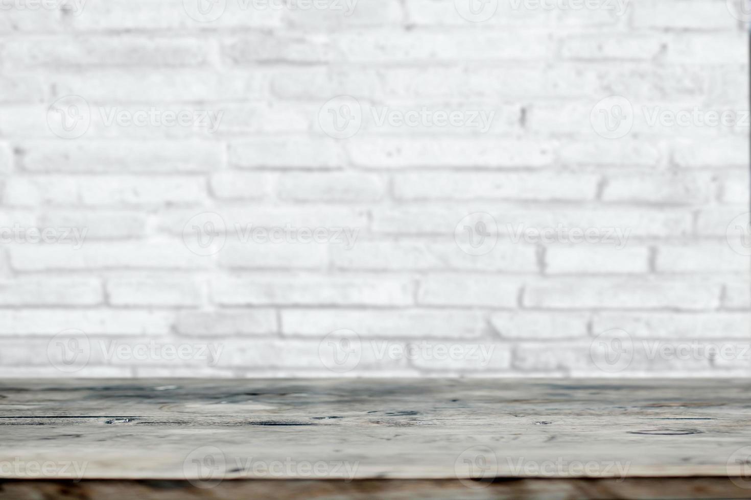 sfondo pubblicitario da tavolo in mattoni bianchi e legno foto