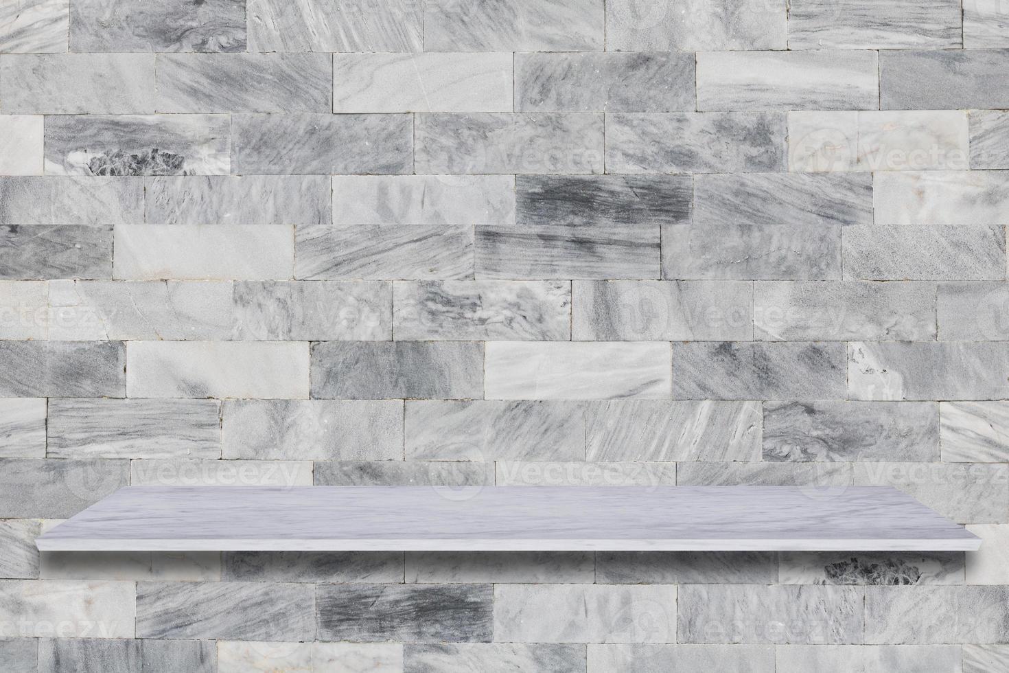 mensola in marmo bianco con fondale in pietra foto
