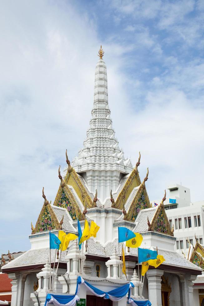 santuario del pilastro della città a bangkok foto