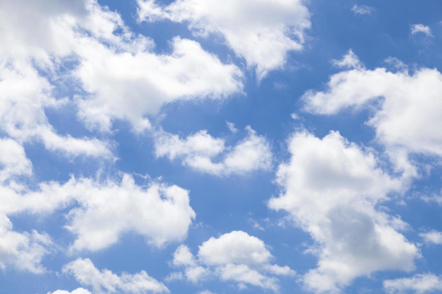nuvole bianche nel cielo foto
