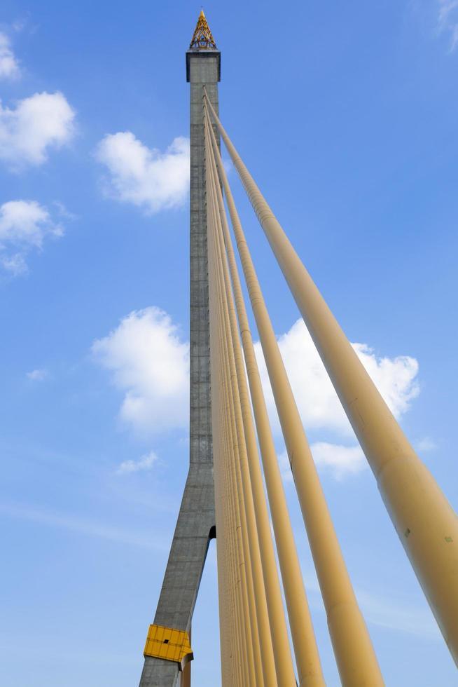 ponte rama viii a bangkok, in thailandia foto