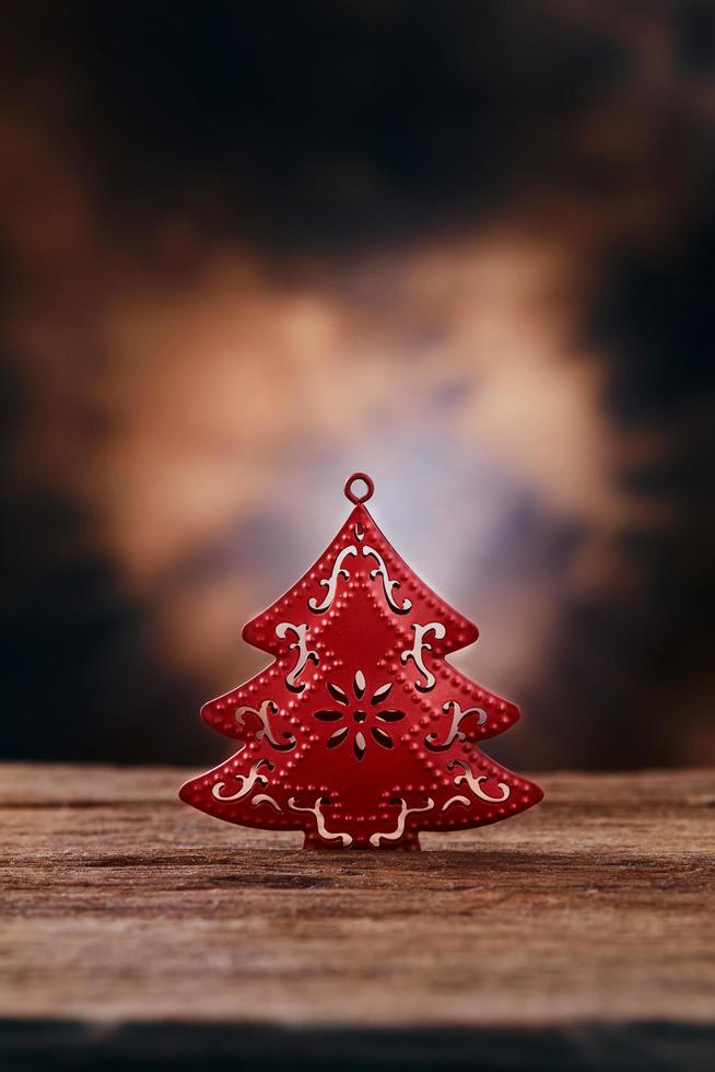 albero rosso sul tavolo foto