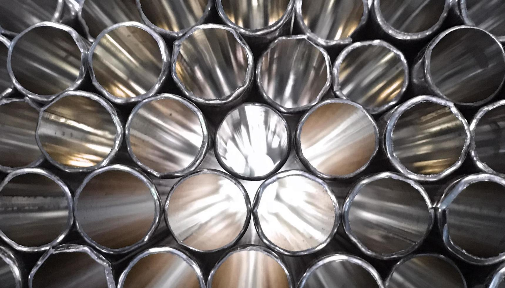 tubi in metallo argentato foto