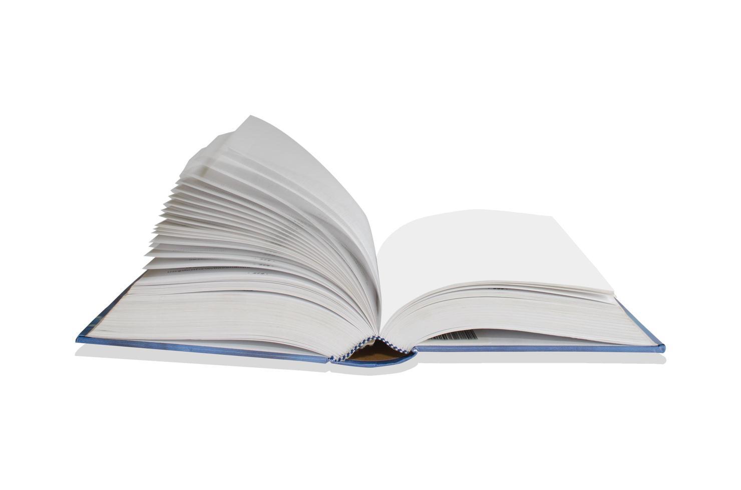 libro aperto isolato su sfondo bianco foto