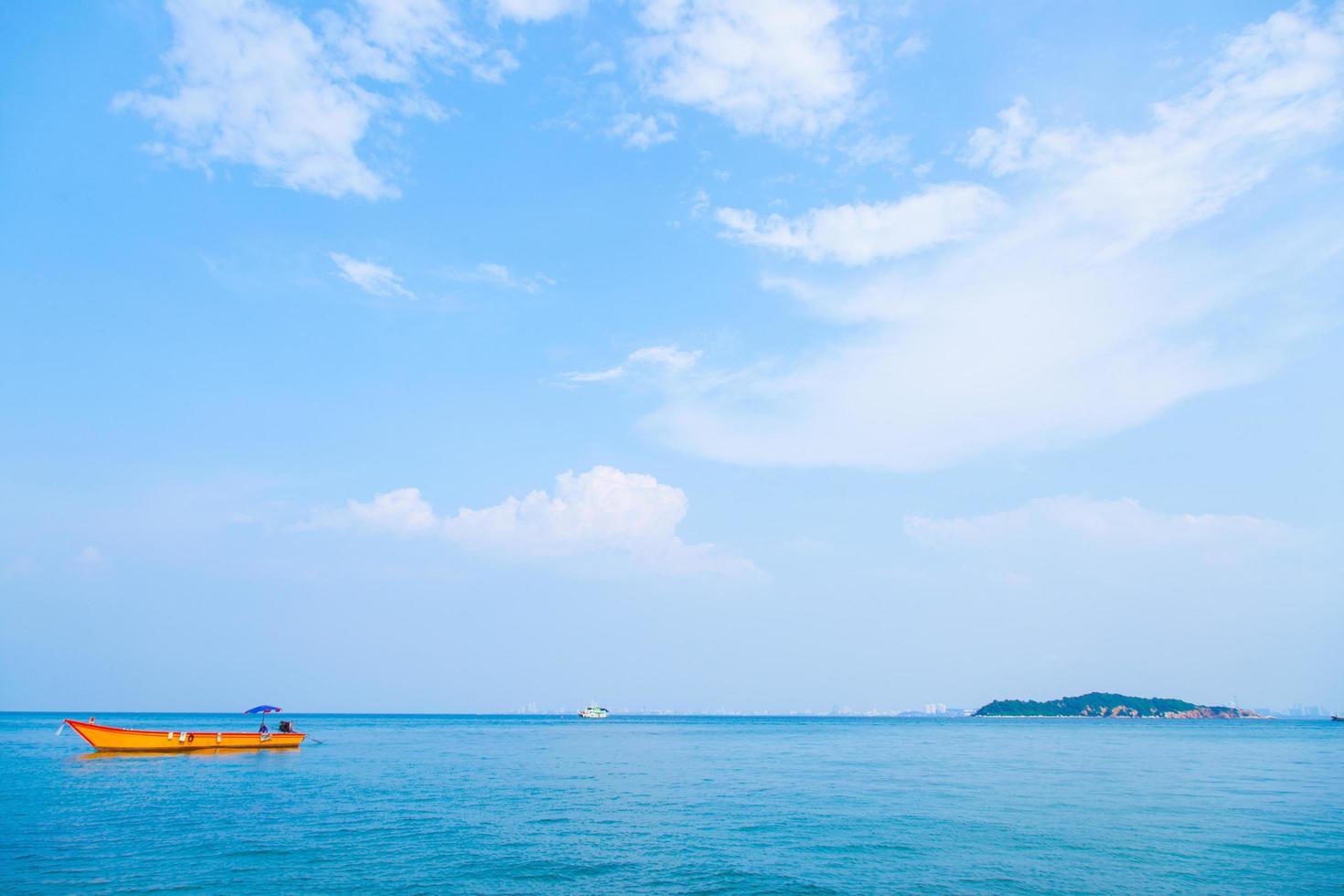 barca e mare in thailandia foto