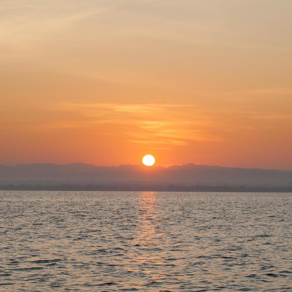alba al mare foto