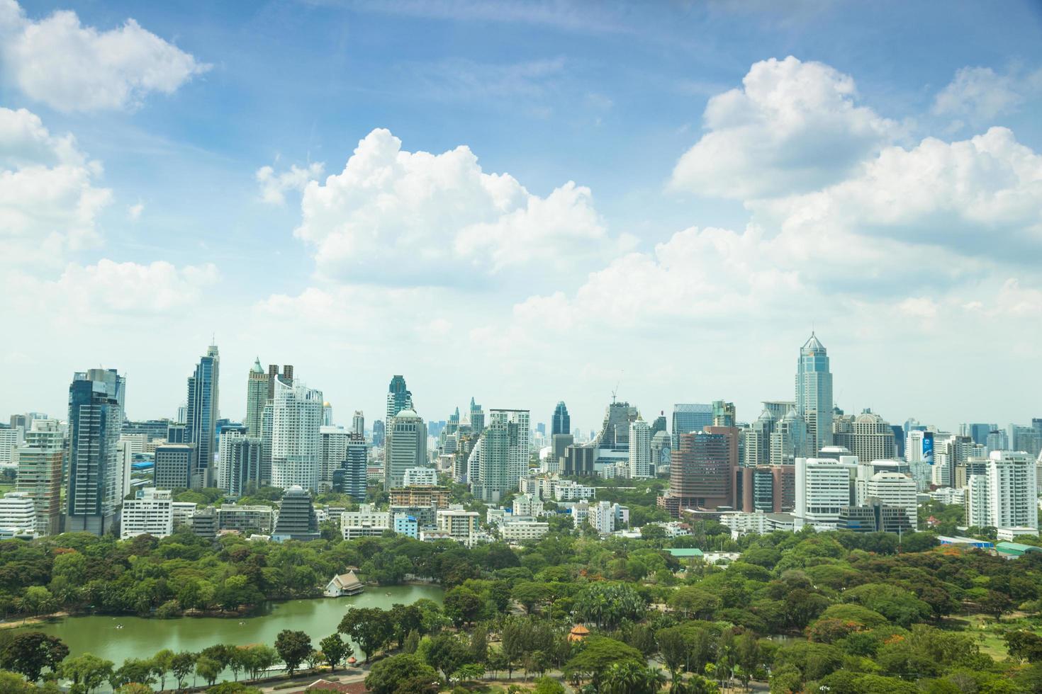 città di bangkok alla luce del giorno foto