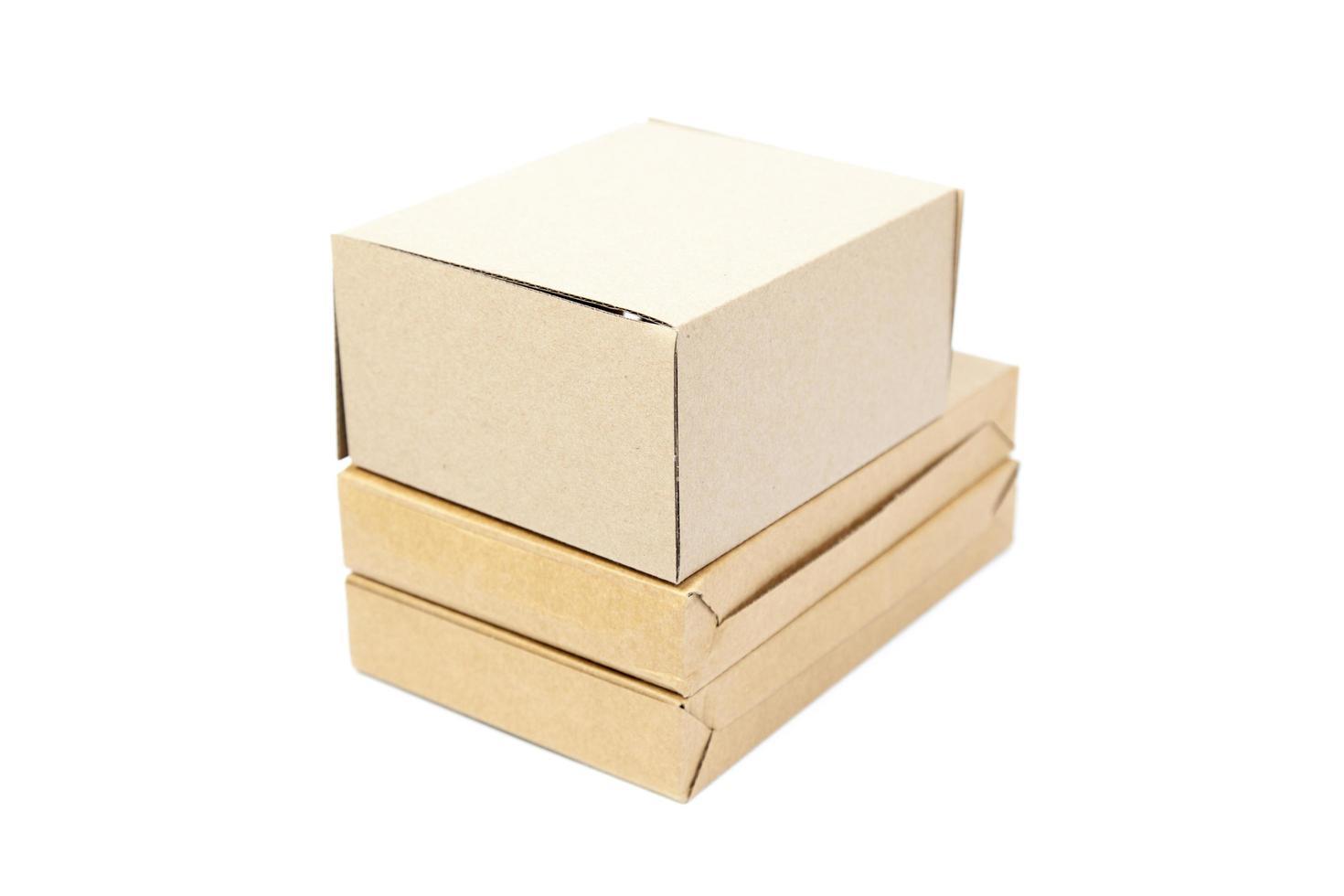 carta scatole marrone su sfondo bianco foto