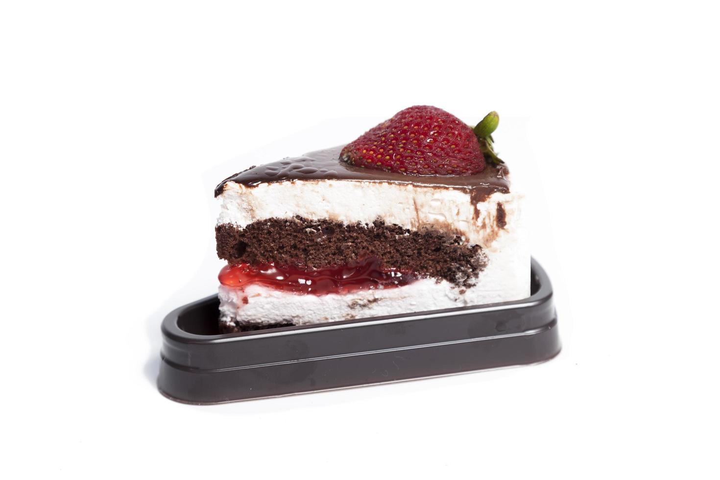 torta di fragole su sfondo bianco foto
