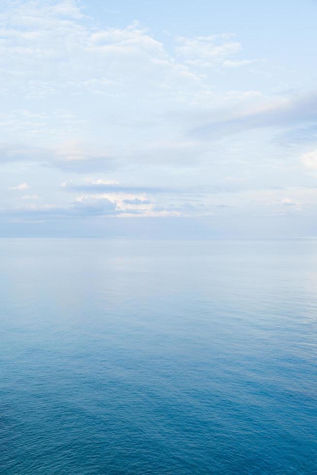 cielo e mare in thailandia foto
