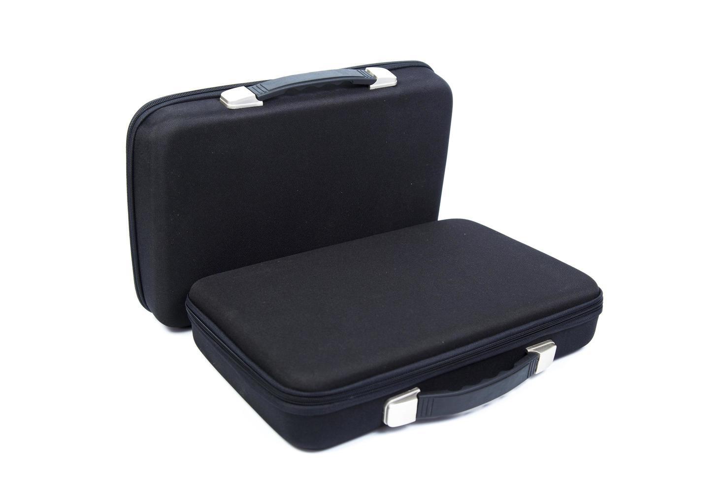 due valigette nere su sfondo bianco foto