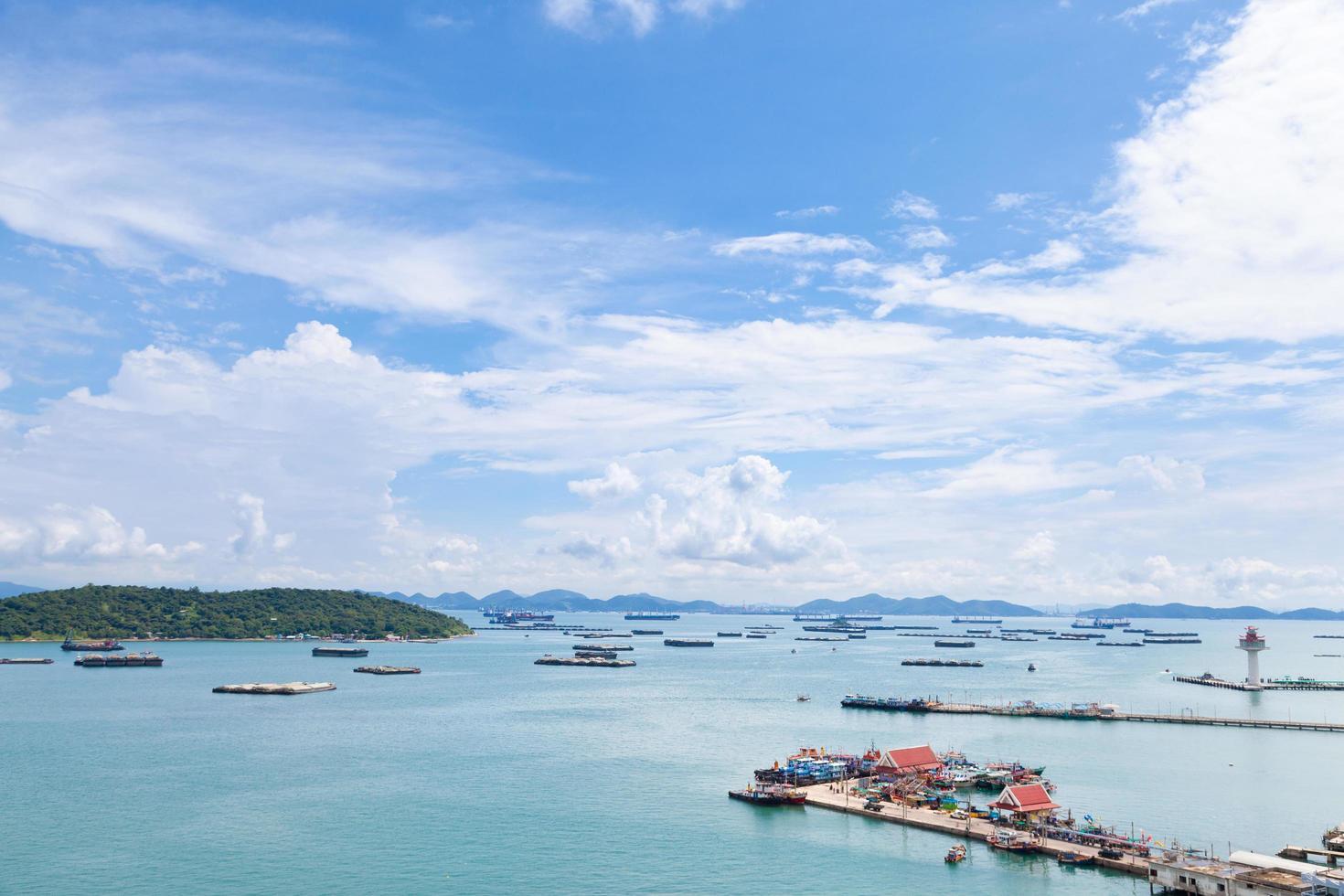 navi da carico sul mare foto
