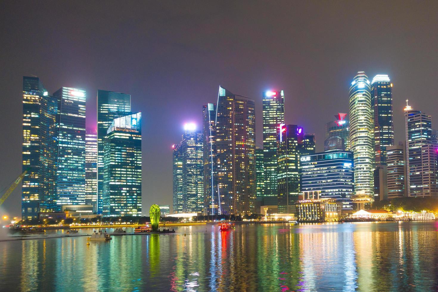 grattacieli nella città di singapore foto