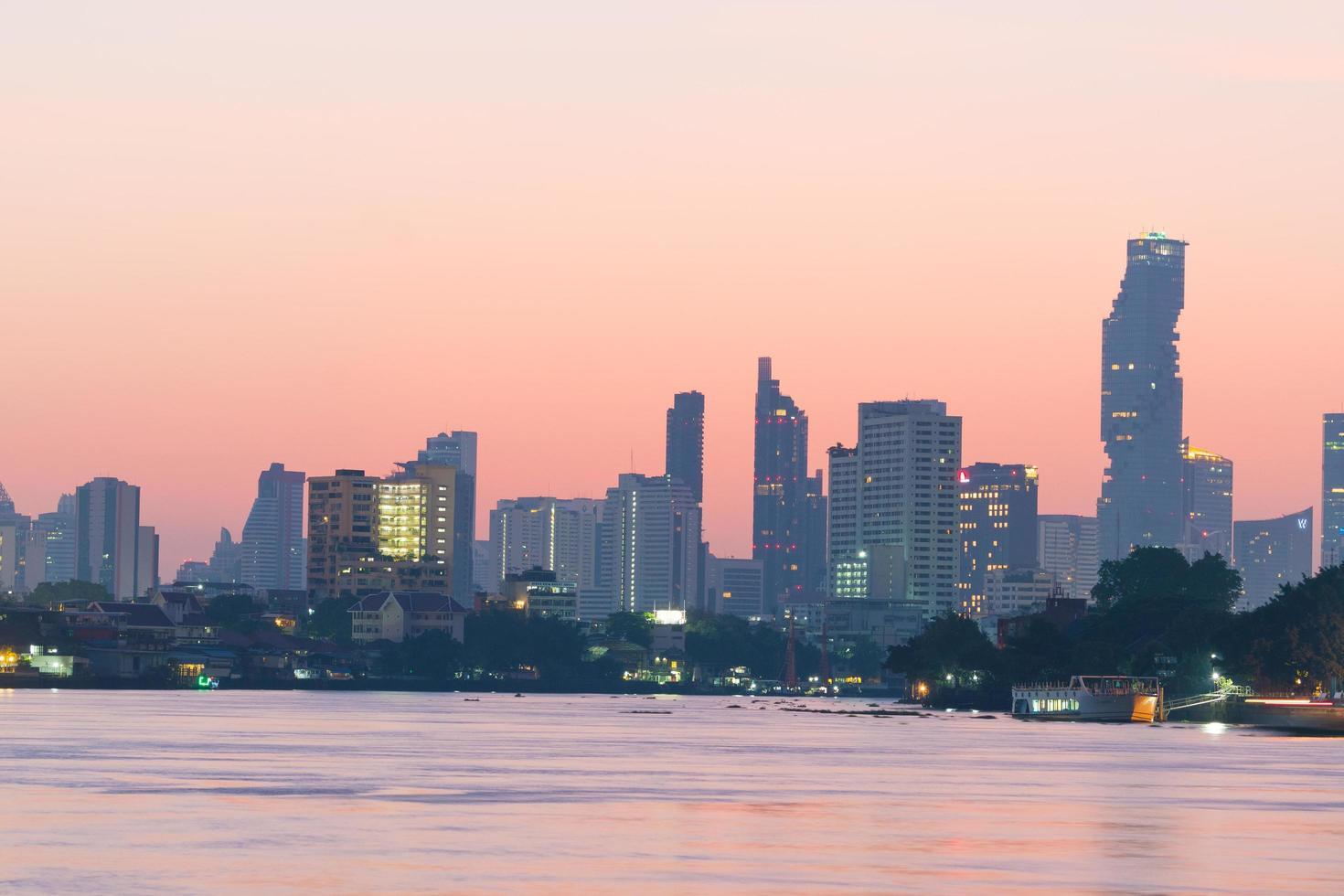 edificio e grattacielo della città di Bangkok foto
