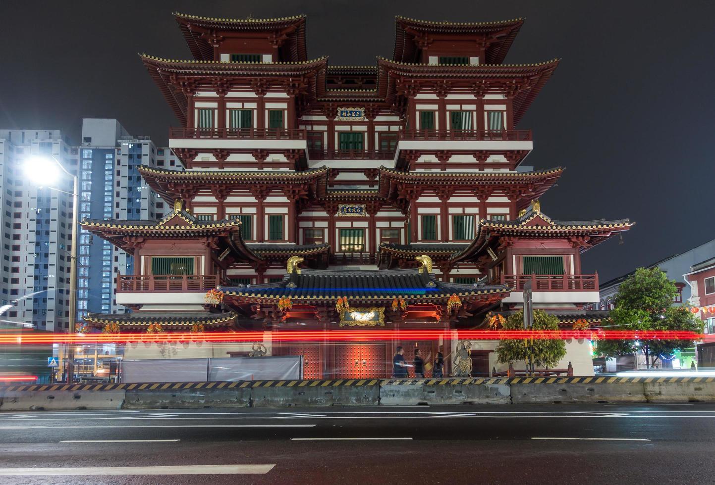 tempio e museo della reliquia del dente di buddha a singapore foto