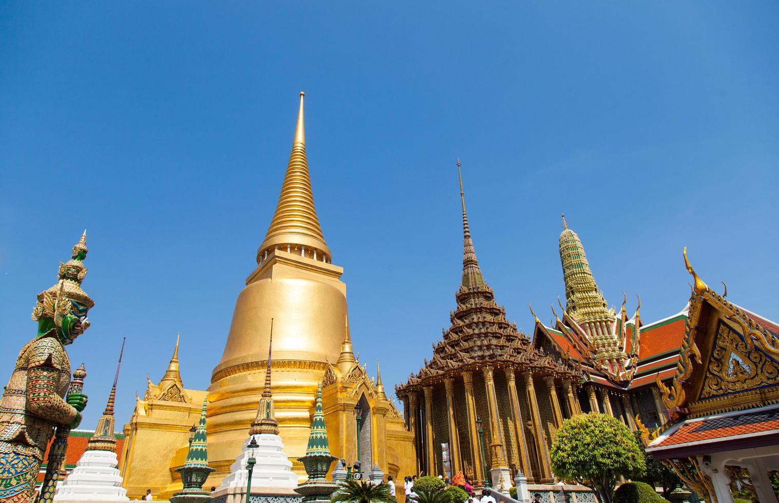 tempio di wat phra kaew in thailandia foto