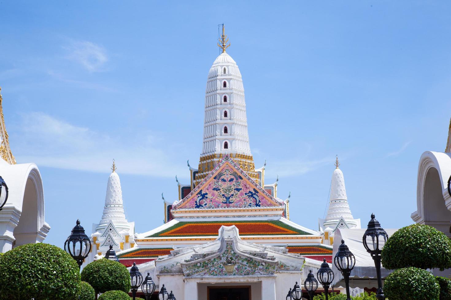 tempio bianco in thailandia foto